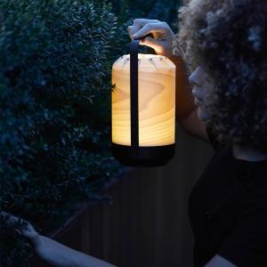 Lámpara portátil MN chou Luzifer natural beech ambiente