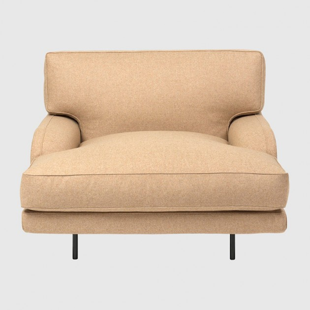 Flaneur Lounge chair black base de Gubi en Moises Showroom