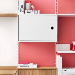 detalle ambiente String system cabinet blanco puerta batiente