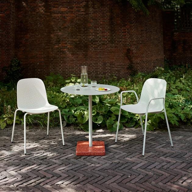 Silla 13Eighty chair HAY en la terraza