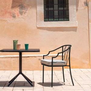 exterior con silla Como Emu