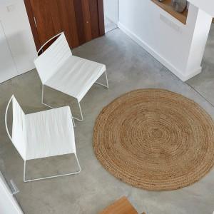 Indecasa sillas lounge Espiga blancas ambiente