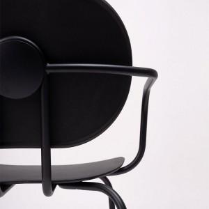 detalle botón respaldo silla Hari con brazos polipropileno Ondarreta