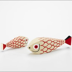 Wooden doll Mother Fish and child en Moises Showroom 3