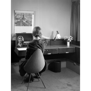 Silla Drop tapizada de Fritz Hansen en Moises Showroom 9