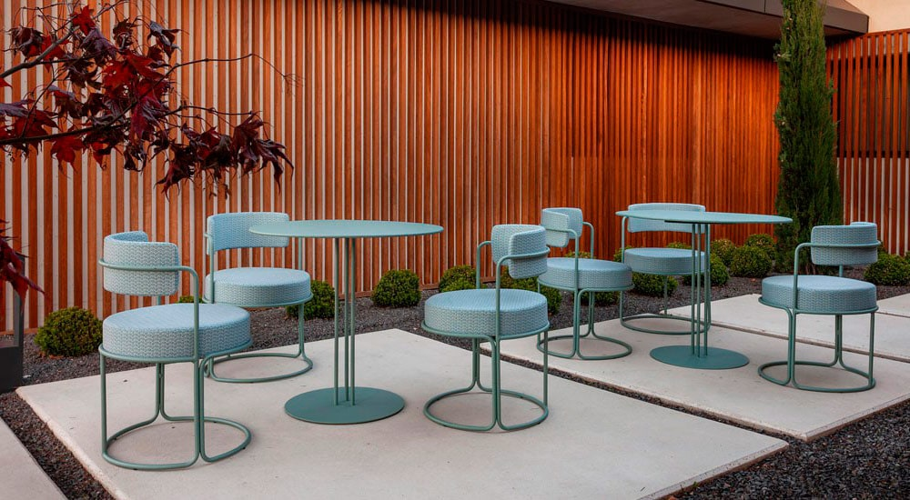 Mesa y silla colección paradiso de Isimar en Moisés Showroom